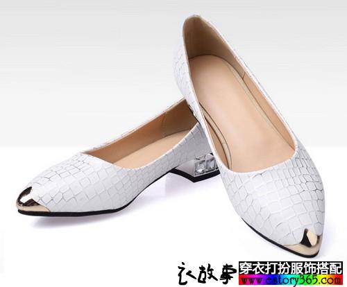 浅口尖头平底鞋