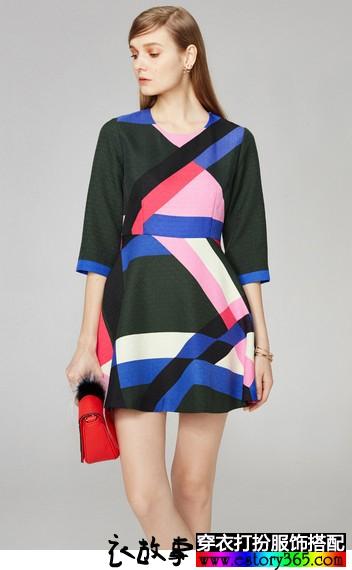 几何纹样中袖连衣裙