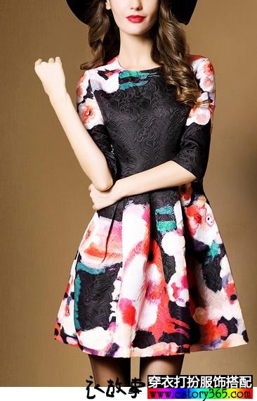 立体印花廓形连衣裙