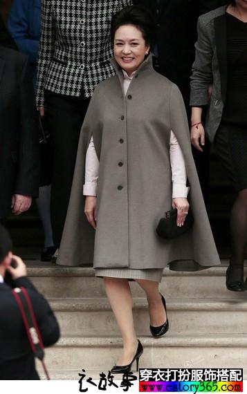 彭麻麻都在穿的斗篷外套