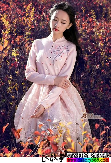 绣花假两件针织连衣裙