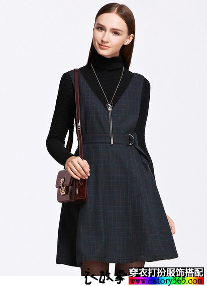 藏蓝色格子背带裙