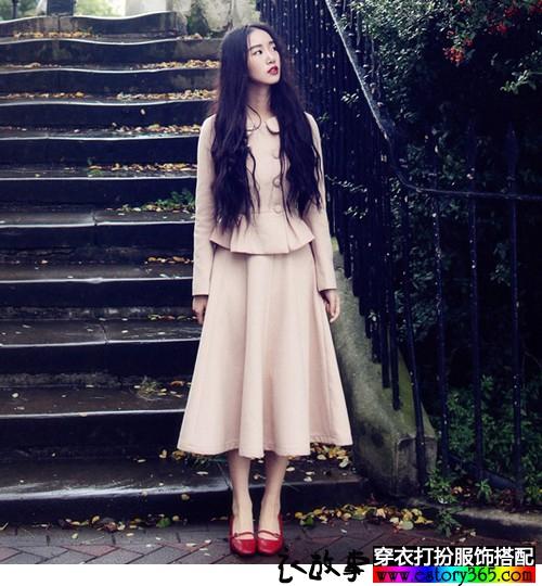 优雅米色中裙