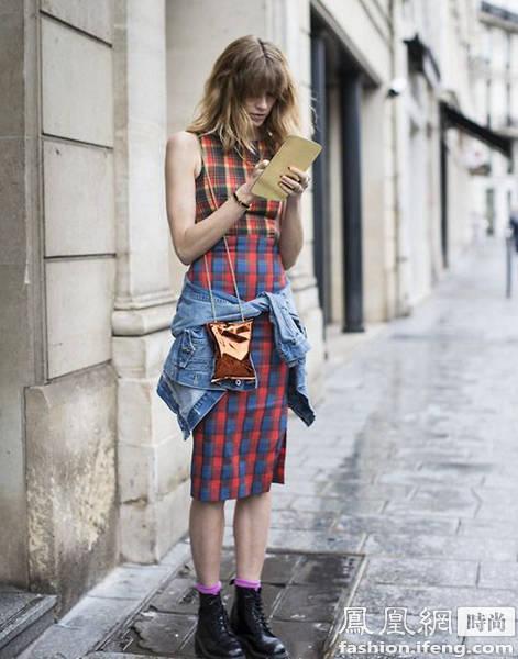 街拍:2016年背什么包包?就背有趣的包包吧_趣味包包大汇聚