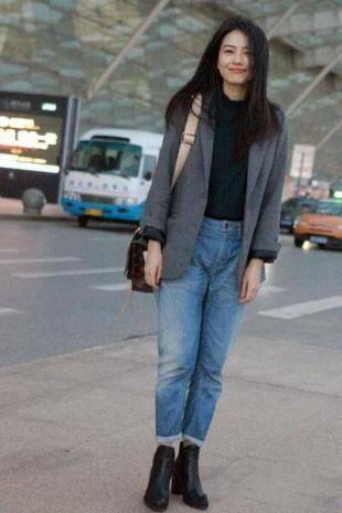 明星示范:高圆圆搭配什么样的针织衫牛仔裤好看?