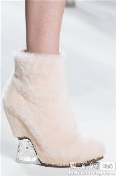 Gucci皮草乐福鞋 造型别致的皮草鞋 你见过没?