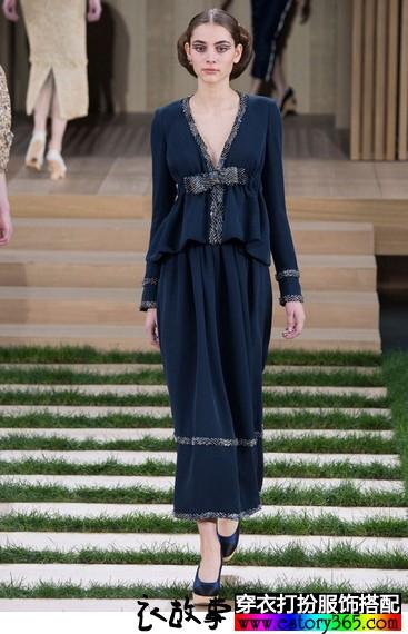 2016春夏穿什么衣服最时尚?穿V领最时尚