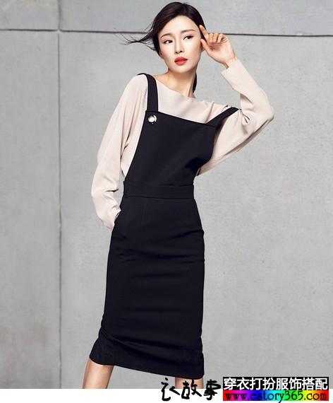 高腰背带小黑裙搭配