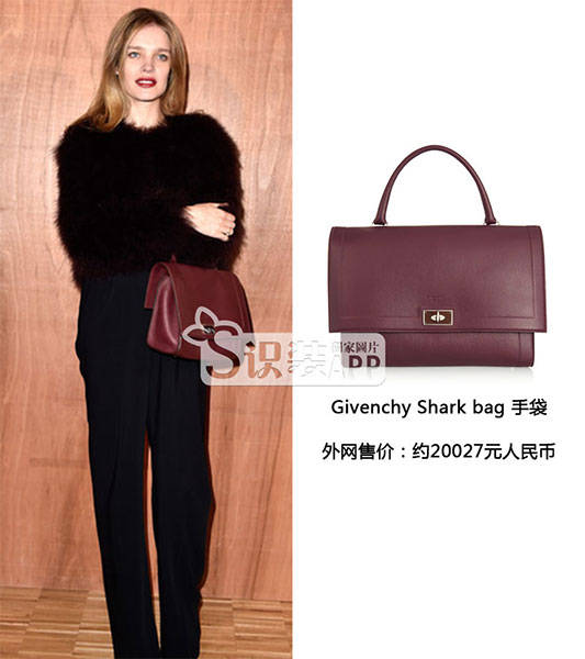 潮人们Givenchy秀场外背什么包包?