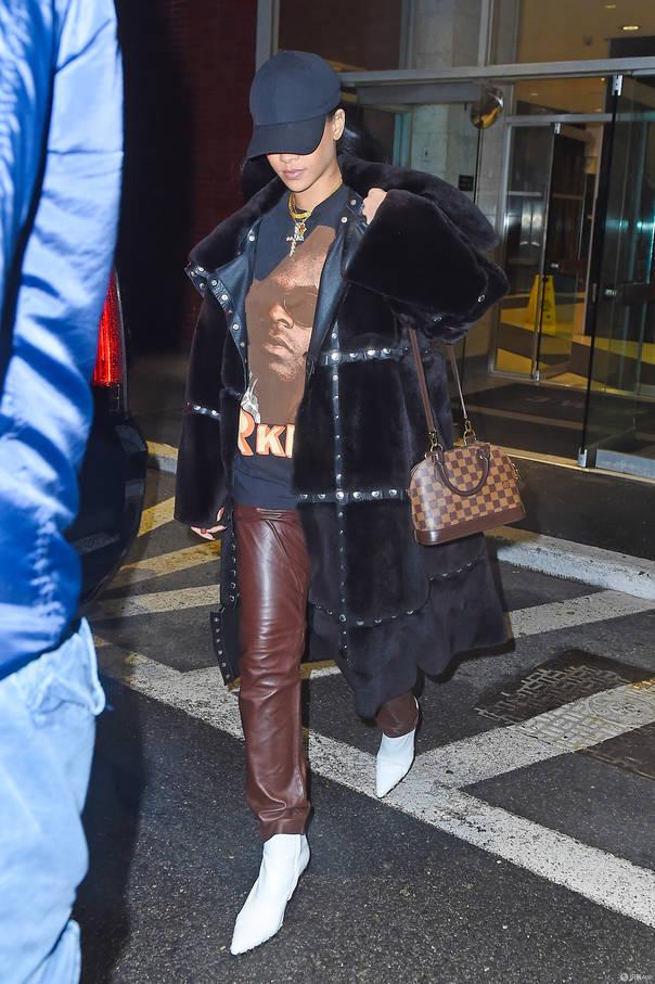 将时髦前卫进行到底的蕾哈娜 明星穿衣搭配