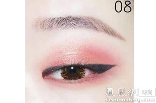眼影让你的桃花妆也能性感起来