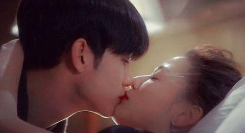 吻的太逼真 还不都是美唇惹的祸