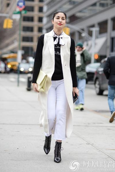 小方巾时尚又实用 时髦星人都在系!