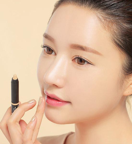 女人你最先有的化妆品是口红吗?