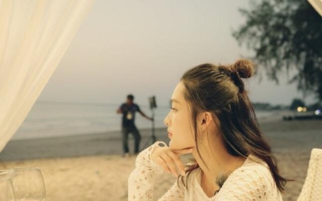 刘诗诗江疏影都换上半丸子半马尾!头发,还是扎一半最时髦!
