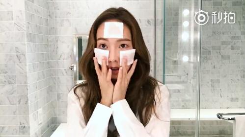 郑秀妍亲自示范教你韩式美肌打造法