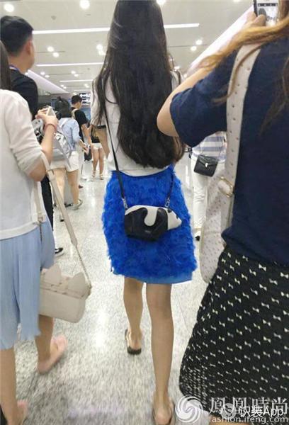 实测LOEWE熊猫包 与手机同重的呆萌包身杨幂宋茜都爱