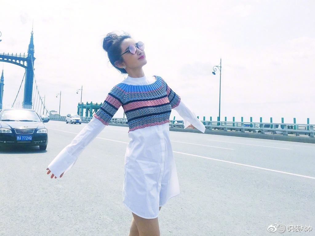 李冰冰针织白衬衫假装在海边 清新似少女